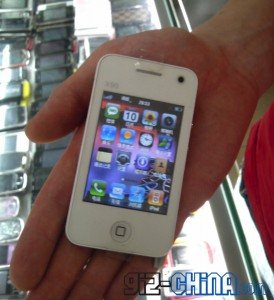 Un faux iPhone 4 blanc Nano est vendu en Chine
