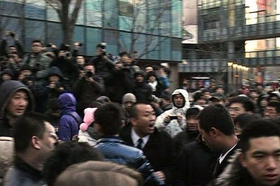 Quand la sortie de l'iPhone 4S en Chine finit en bagarre générale…