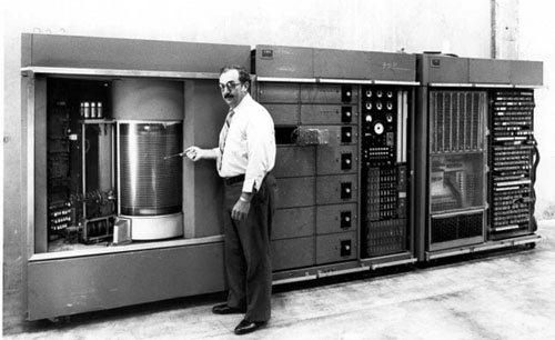 Nostalgie : le premier disque dur du marché pesait 1 tonne !