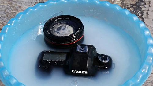Insolite : 2 façons de nettoyer son appareil photo