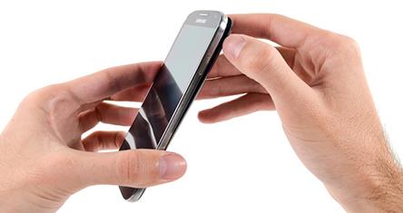 Le Samsung Galaxy S4 se fait démonter….