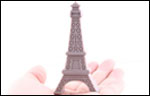Une clé usb Tour Eiffel de 16 Go