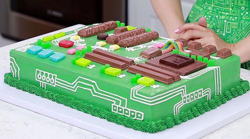 Insolite : comment fabriquer un gâteau d'anniversaire pour geek ?