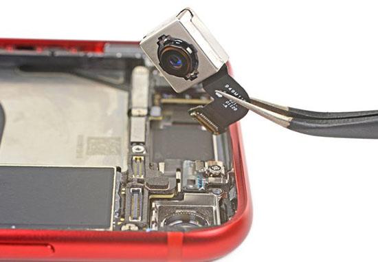ifixit-iphonese2020-03